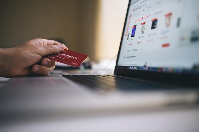 Polacy stawiają na płatności mobilne